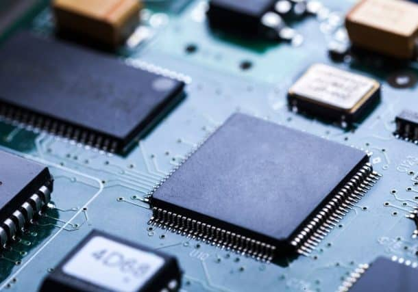 Intel blames Qualcomm for failed modern chip business